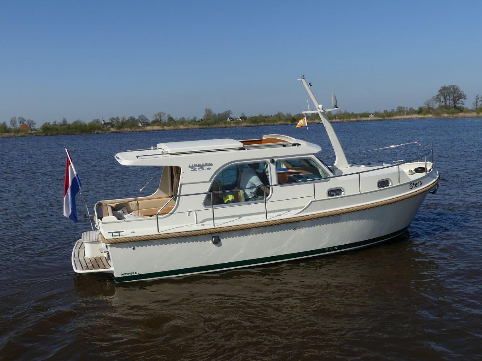 motorjachten met een lage doorvaarthoogte