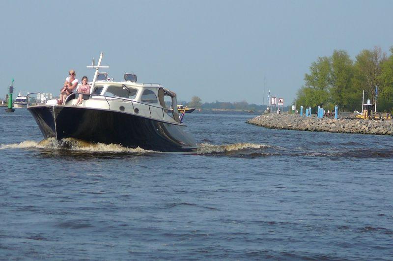 yachtcharter met mooie rivercruise motorjachten