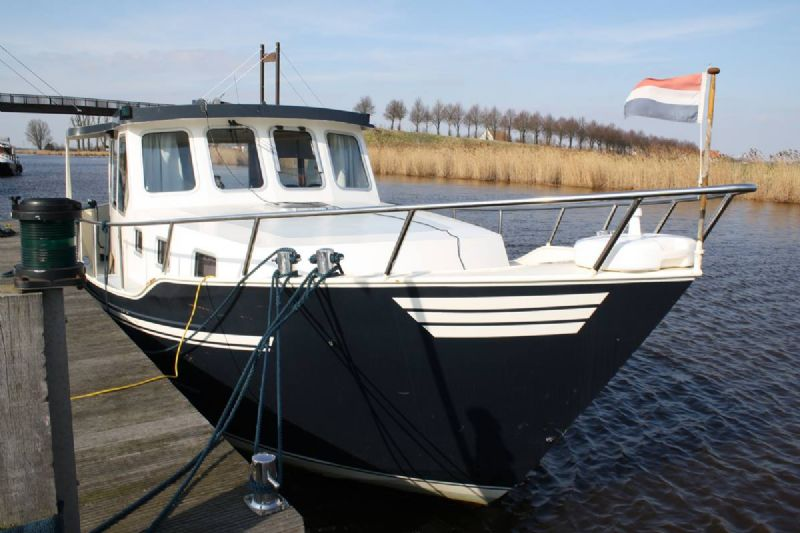 own ship yachtcharter - friesland