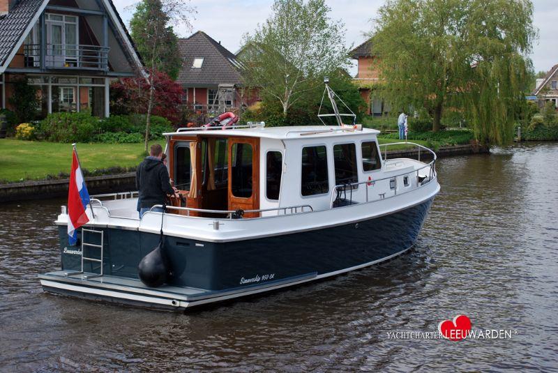 klassieke motorjacht huren in Friesland