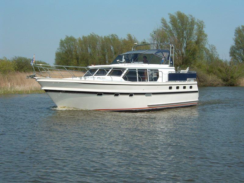 yacht charter urk