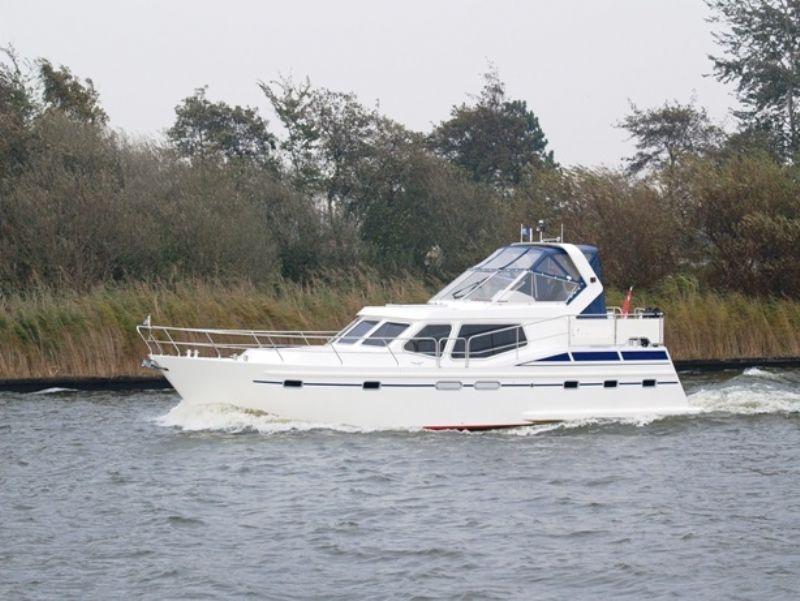 yachtcharter met 8 prachtige motorjachten