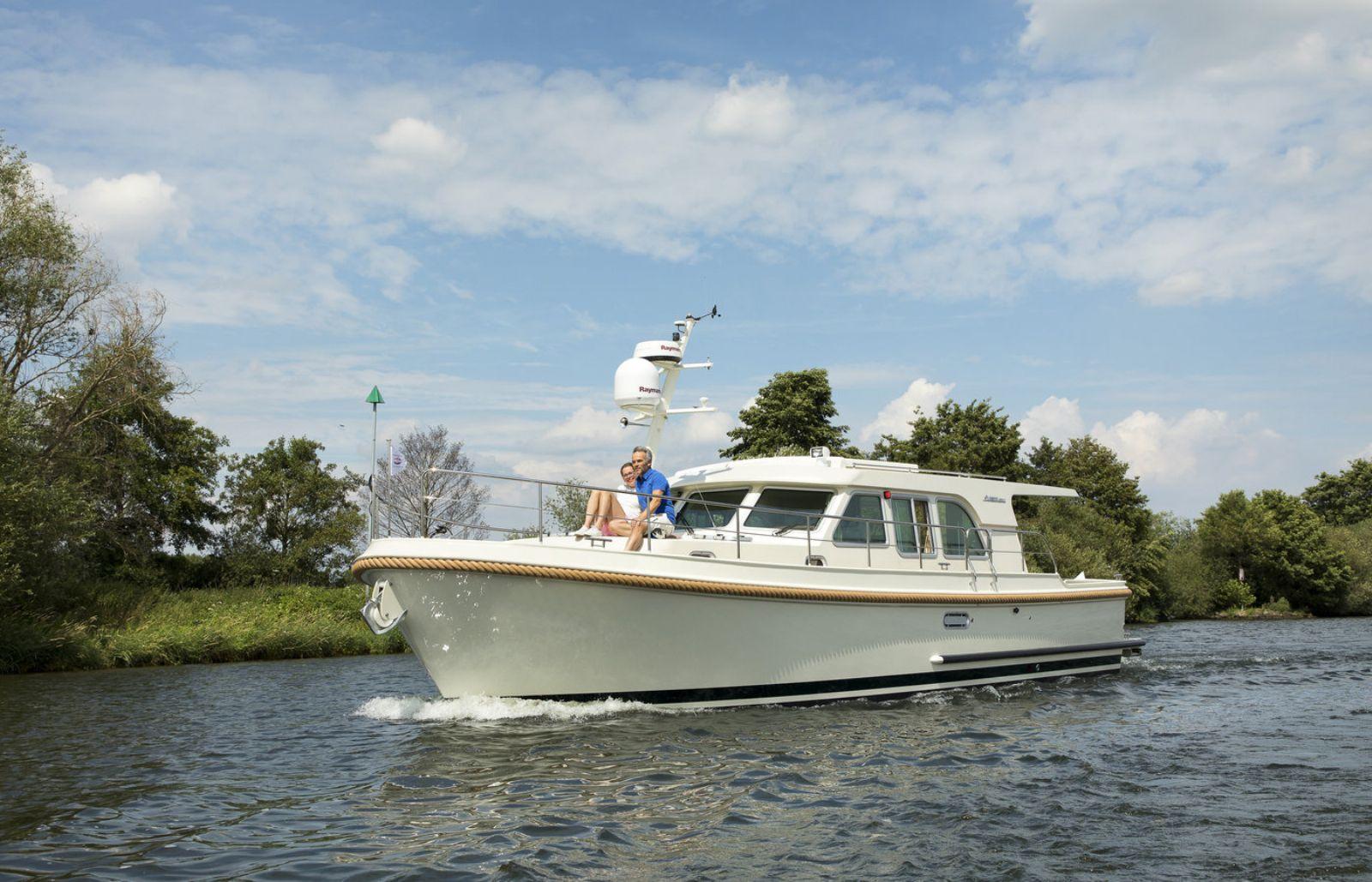 sanzi yacht charter