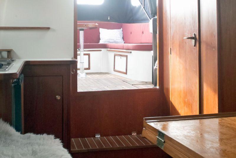 yachtcharter met een mooi gelijnde motorvlet