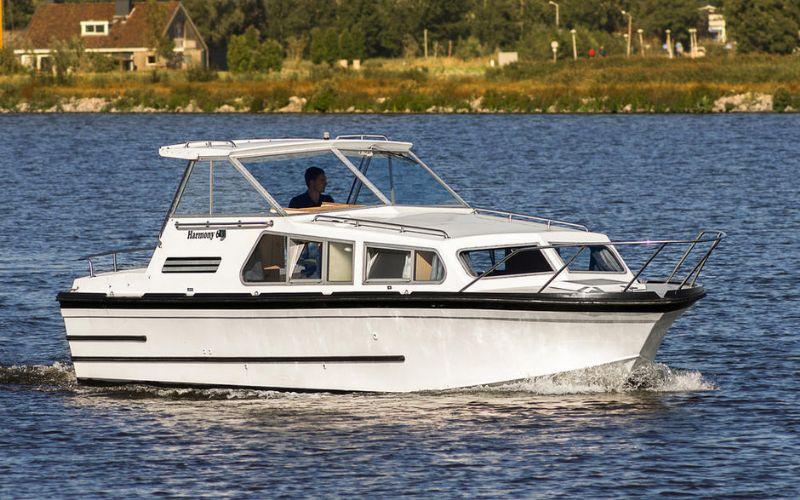 motorjacht huren en Friesland ontdekken