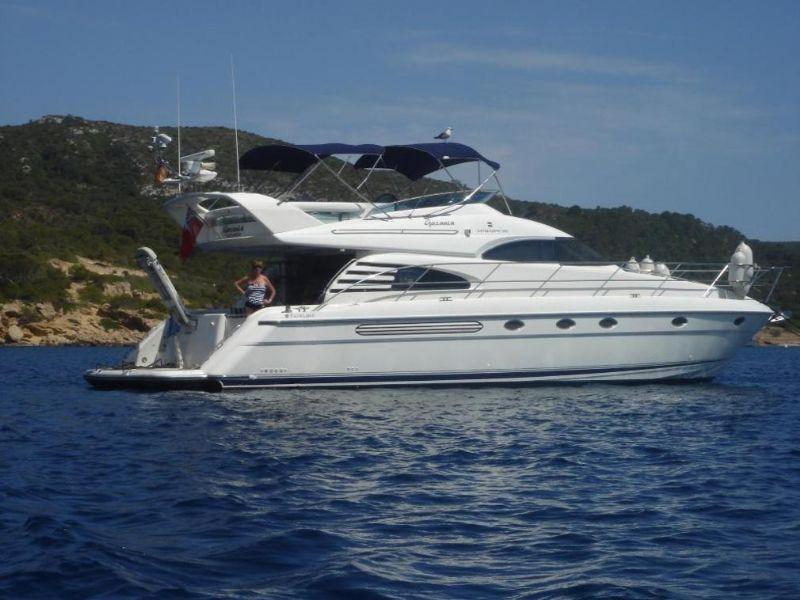 sfeervolle feestboot met een ontspannen sfeer