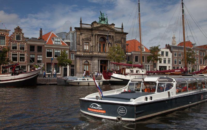 beleef de sfeer van Haarlem op een partyboot