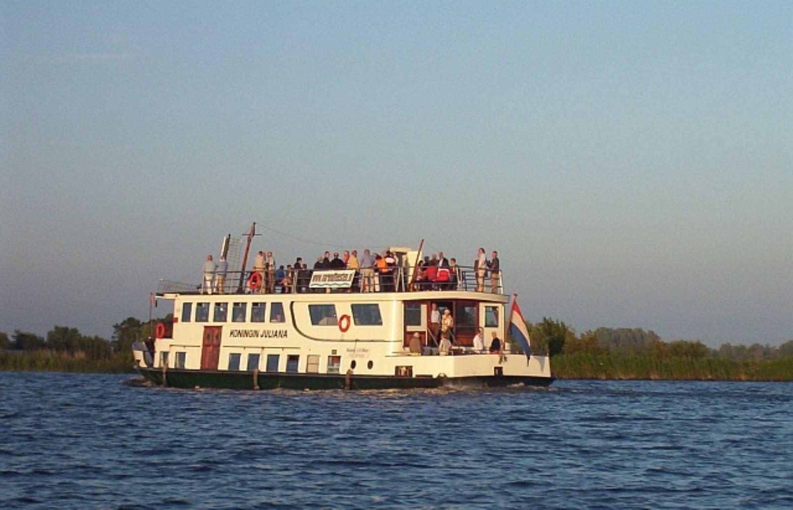rondvaartboot bij Rederij van der Meer