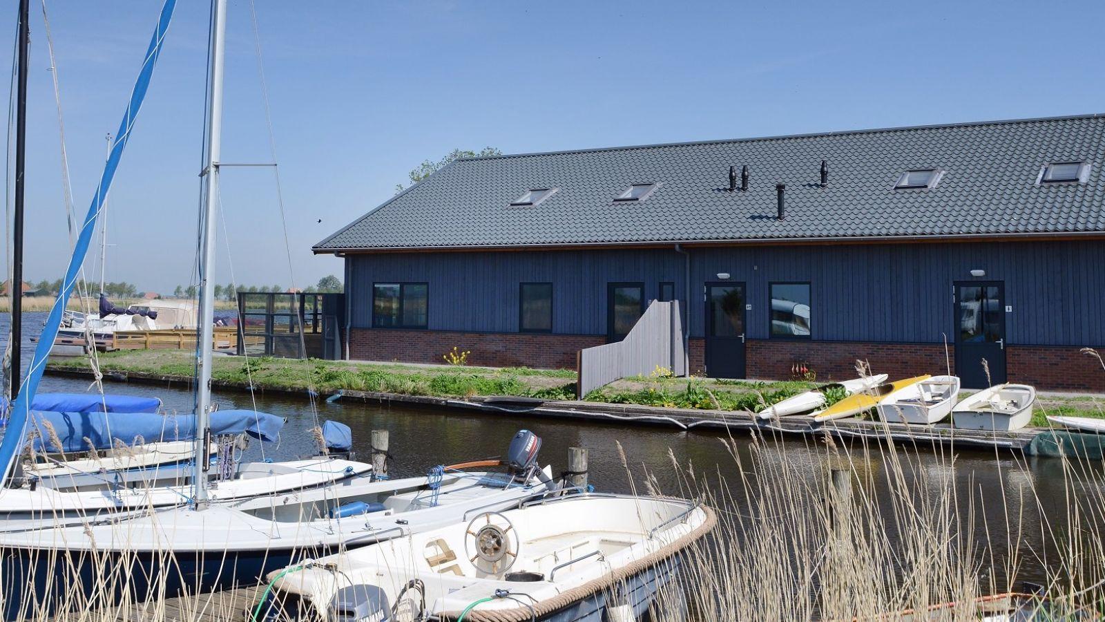 een valk huren en de Friese meren verkennen