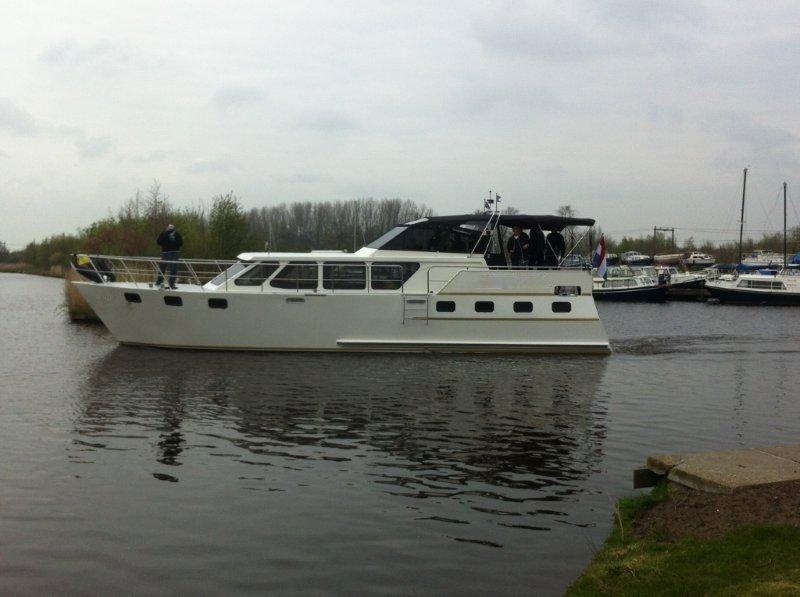 huur een luxe motorkruiser in Friesland