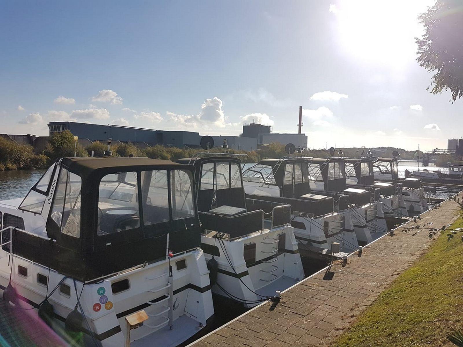 yachtcharter met maar liefst 12 motorboten