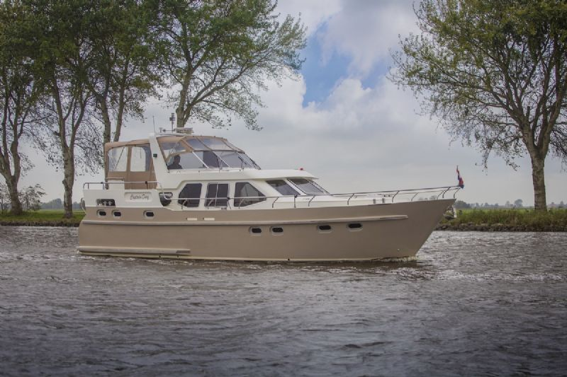 luxe motorjacht huren in Friesland