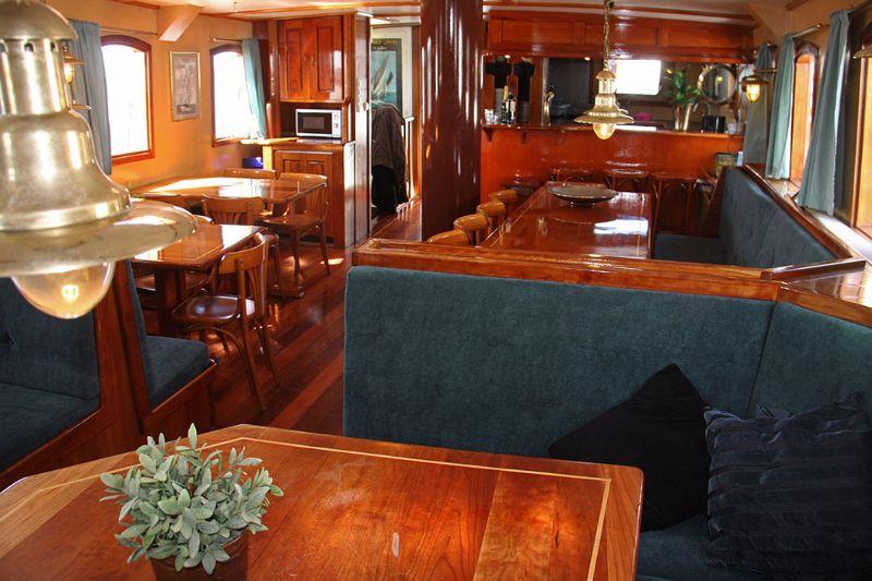 vier uw bruiloft of feest aan boord van onze feestboot