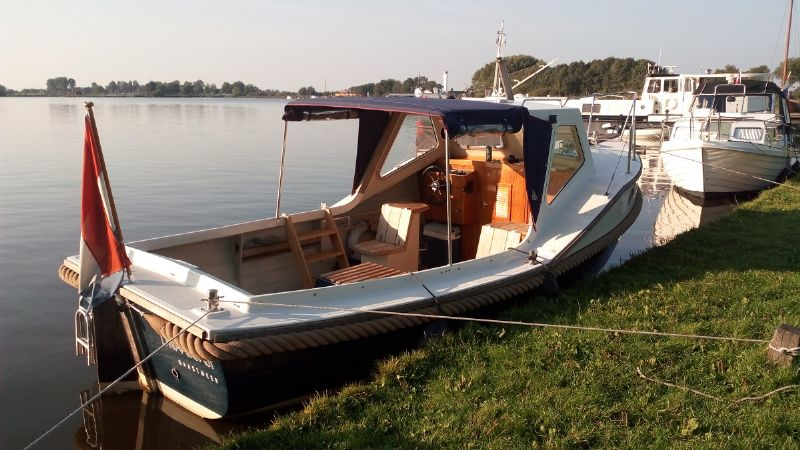 sloepvaren met een stoere boot